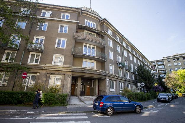 Denný stacionár sa nachádza v bytovom dome na Záhrebskej 9.