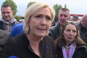 Macrona vypískali robotníci z továrne, Le Penová tam bola skôr
