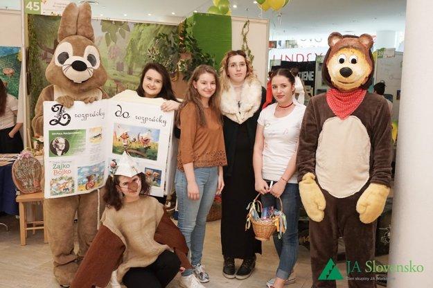 Víťazom kategórie Najlepší prezentačný tím sa stali študenti Strednej odbornej školy obchodu a služieb v Trenčíne.