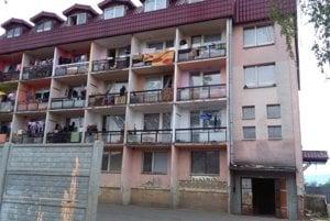 Problémová bytovka vo Vranove.
