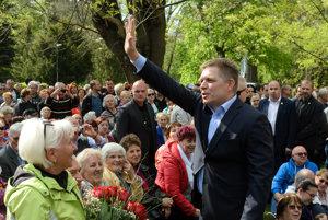 Fico zdraví ľudí na oslavách 1. mája v Nitre.