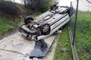 V piatok 28. apríla popoludní spôsobil dopravnú nehodu vo Svrčinovci na miestnej komunikácii 46-ročný vodič s vozidlom Fiat Tempra.