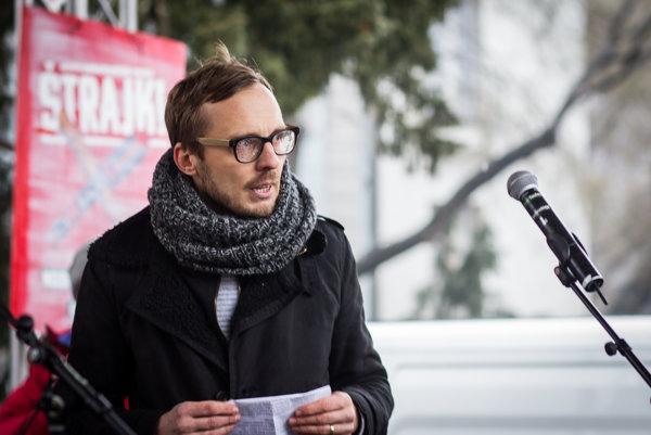 Michal Hvorecký vydáva u Marenčina.