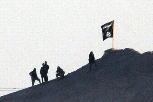 Islamský štát vztýčil v Kobani svoju čiernu vlajku.