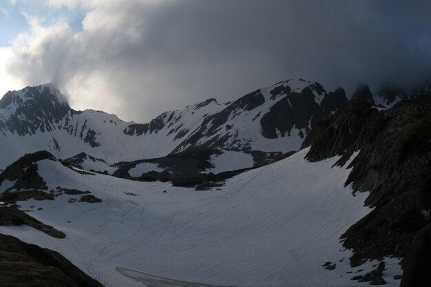 Vľavo hore sa odkrýva Svišťov štít.