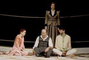Teáter Komika – AeRTé – Mestské divadlo Levice s inscenáciou Kipling versus Thákur rovnobežné priamky