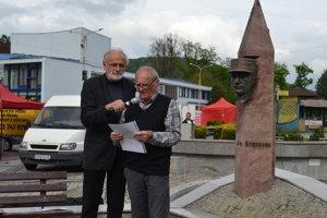 Ján Mičovský (vľavo) aMichal Kirschner. Spomínali na búranie sochy.