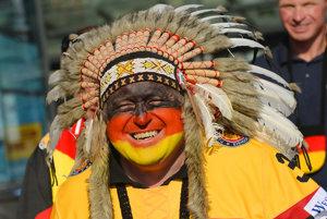 Prevahu fanúšikov majú podľa očakávania Nemci, ktorí sú v kolínskej aréne doma.