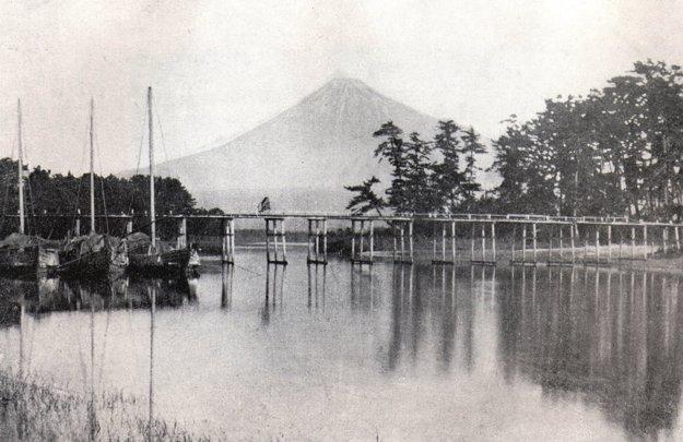 Jazero pred horou Fuji v Japonsku.
