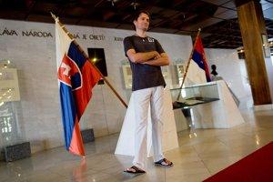 Igor Matovič pri vstupe do parlamentu. Teraz doň odmieta chodiť.