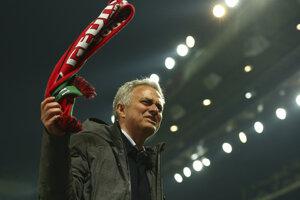 Tréner Manchesteru United José Mourinho sa teší z postupu do finále Európskej ligy.