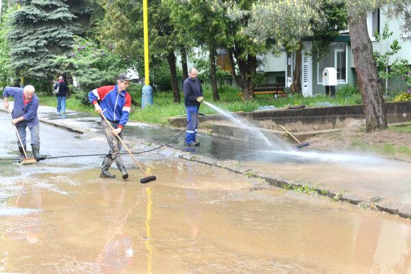 Sídlisko III. Takto to tam vyzeralo cez víkend, keď už voda opadla.