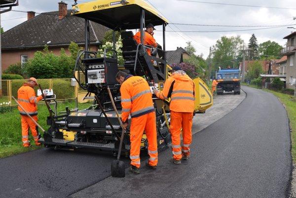 Na viacerých úsekoch pribudne nový asfaltový povrch.