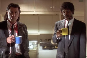 John Travolta a Samuel L. Jackson vo filme Pulp Fiction.