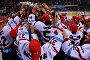 Hokejisti Banskej Bystrice sa tento rok tešili z premiérového majstrovského titulu.
