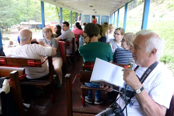 Na snímke vpravo sprievodca potuliek vláčikom Zoltán Balassa.