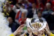 Hokejisti Švédska dvíhali nad hlavu majstrovský pohár.