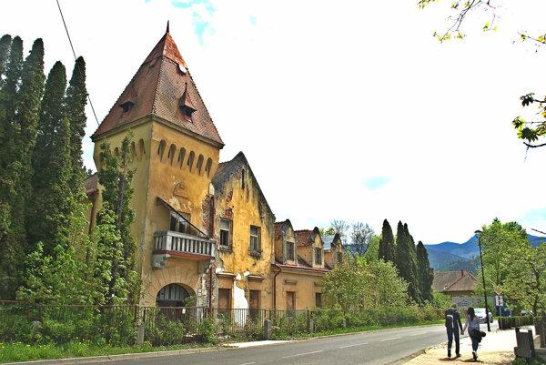 Vila stojí na Hradnej ulici v Liptovskom Hrádku.