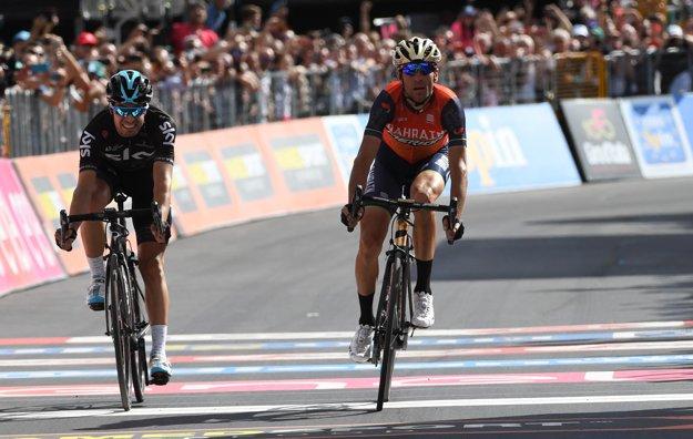 Vo finiši etapy si to rozdali o prvenstvo Vincenzo Nibali (vpravo) a Mikel Landa zo Sky.