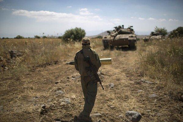 Izraelský vojak v oblasti Golanských výšin.