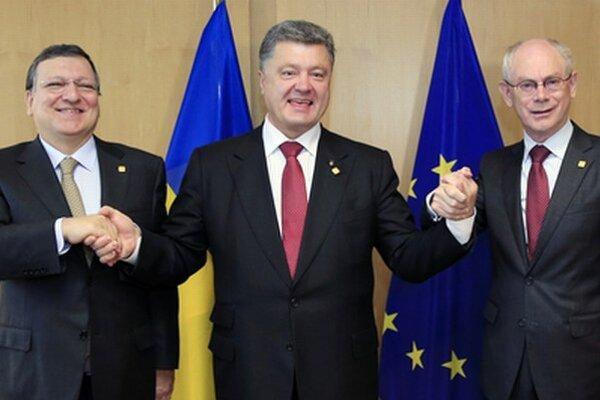 Barroso, Porošenko a Van Rompuy.