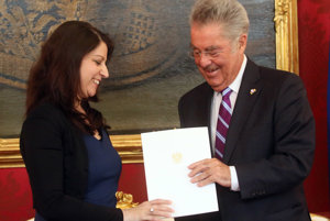 Muna Duzdarová sa pred rokom stala prvou členkou rakúskej vlády moslimského vierovyznania.
