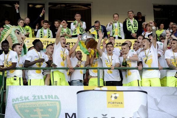 Šošoni s víťaznou trofejou.