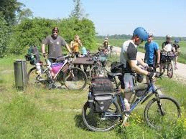 Spoločnou jazdou otvorili začiatkom mája sezónu na cyklotrase Starý Tekov - Jur nad Hronom.