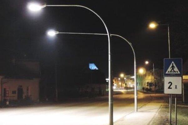Priechody sú vďaka lampám viditeľné zdiaľky.