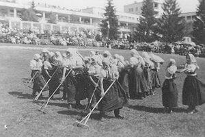 Národopisné slávnosti na Sliači (1950), dnes známe ako Sliačske kultúrne leto.