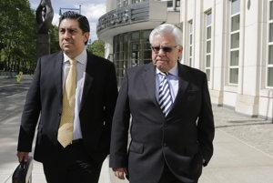 Šesťdesiatriročný Trujillo (vpravo) sa na súde v USA sám priznal z účasti na defraudáciách, konšpirácii či prijímania úplatkov, ktorých sa dopustil medzi rokmi 2009 a 2016.