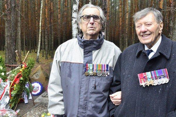 Andrew Weisman (vľavo) a Charles Clarke (vpravo) sa do tábora dostali až po Veľkom úteku.