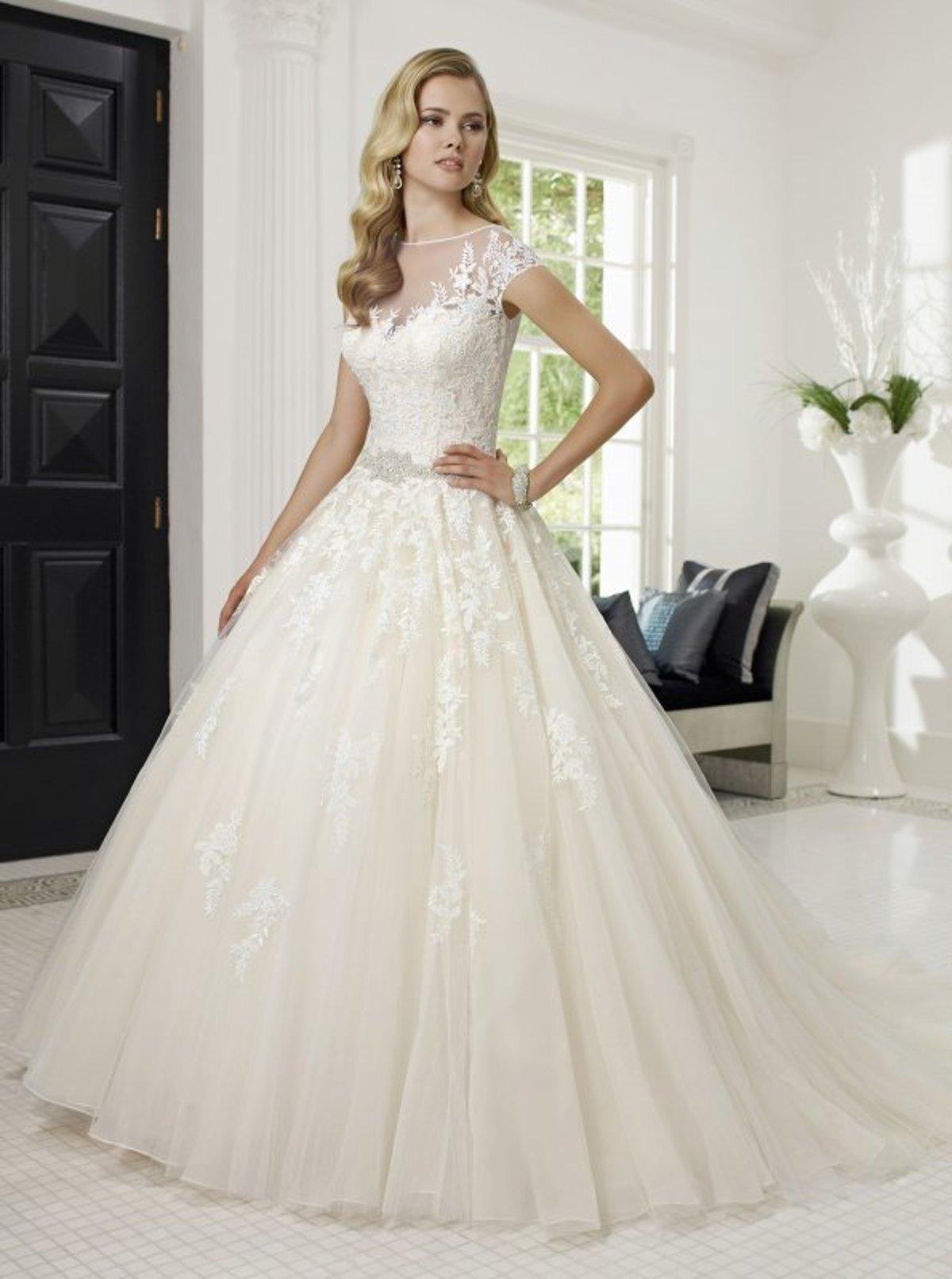 55ee1d5b540f Nájdite tie pravé šaty v svadobnom salóne White Rose - SME