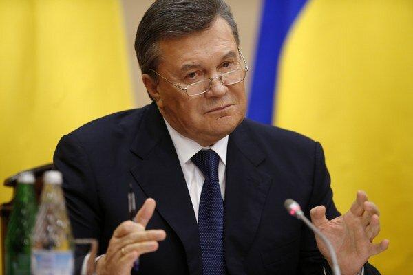 Zosadený ukrajinský prezident Viktor Janukovyč na minulotýždňovej tlačovej konferencii.