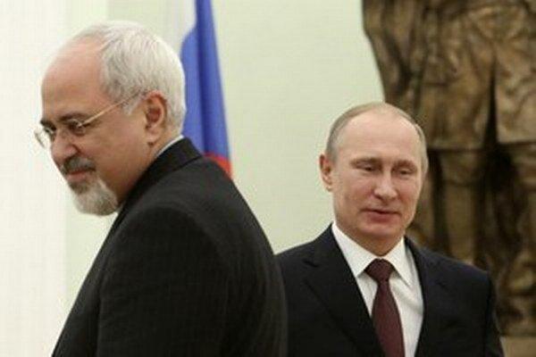 Iránsky minister zahraničia Mohammad Javad Zarif a ruský prezident Vladimír Putin.