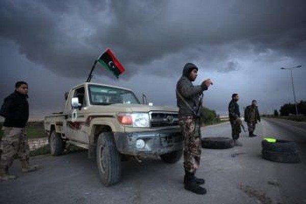 Líbyjskí príslušníci bezpečnostných síl.