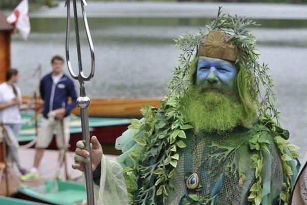 Poseidon na Štrbskom plese každý rok otvára letnú sezónu.