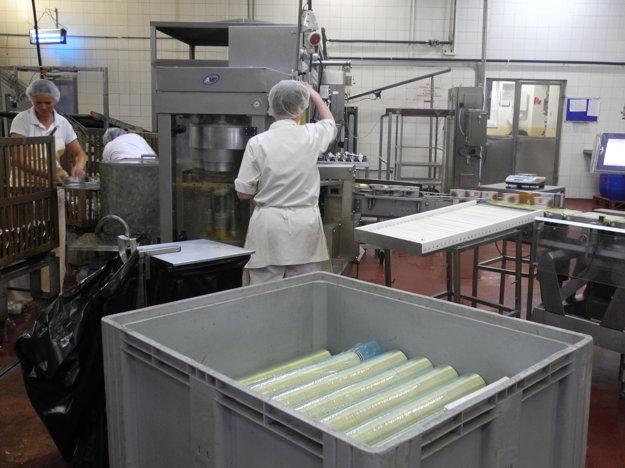 Výrobné priestory spoločnosti Tatrakon v Poprade, ktorá sa zameriava na výrobu konzerv a extrudovaných výrobkov.