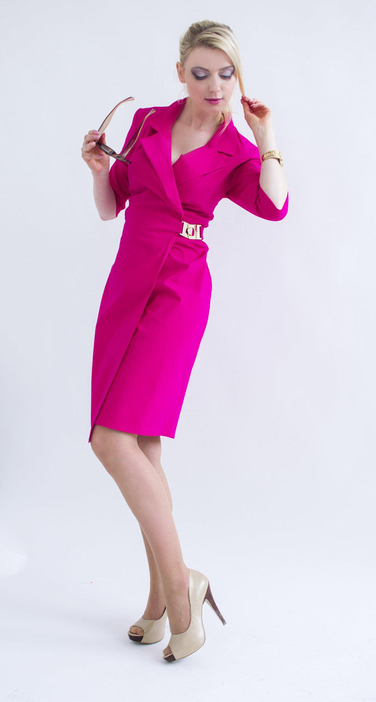 844a131f8cb9 Šaty podčiarkujú ženskosť
