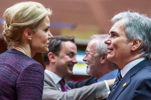 Dánska premiérka Helle Thorningová-Schmidtová (vľavo).