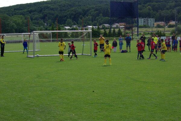 Víťazný priamy kop Rimavskej Soboty vo finále proti FŠMH Jupie Podlavice.