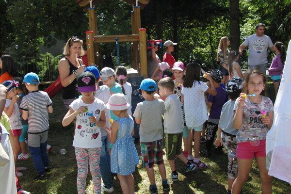 Nové ihrisko krstili bublinkami deti.