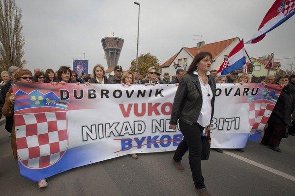 Protest v chorvátskom Vukovare, kde aj dnes panuje etnické napätie.