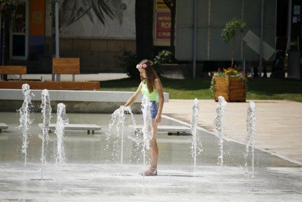 Zámerom bolo vybudovať fontánu prístupnú ľuďom. Môžu sa vnej osviežiť.