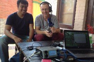 Ľubomír Smatana pri živom vysielaní z Nepálu.