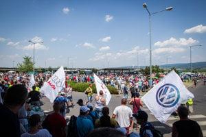 Štrajk vo Volkswagene pokračuje aj v stredu.