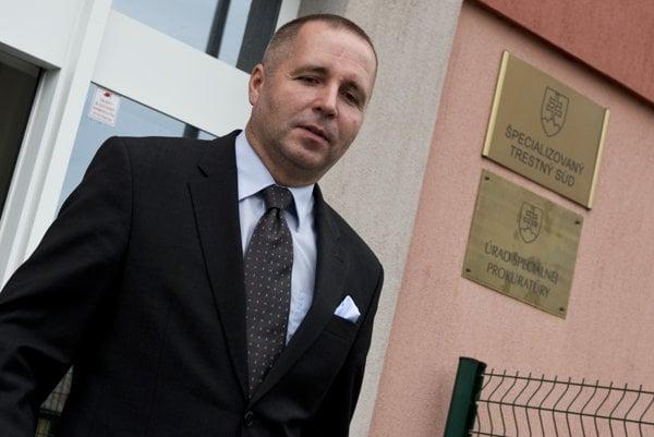 Na snímke  bývalý poradca expremiérky Ivety Radičovej Martin Novotný odchádza z budovy Špecializovaného trestného súdu v Pezinku 12. augusta 2014.