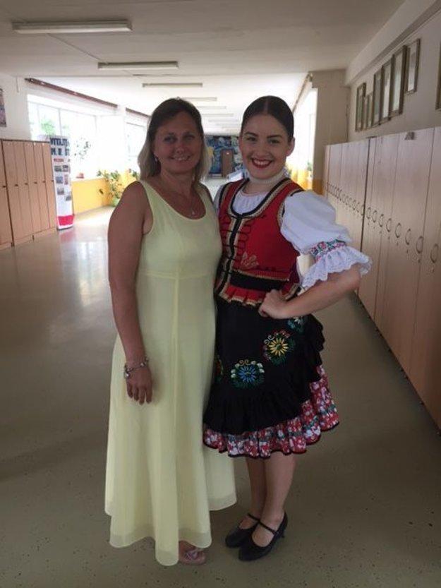 S učiteľkou slovenčiny. Ľubica Fedorová so svojou študentkou Antóniou Verebovou.