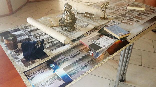 Rôzne artefakty apomôcky Židov.