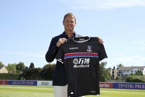 Novým trénerom anglického futbalového klubu Crystal Palace sa stal Frank de Boer.
